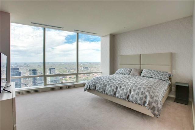 Condo Apartment at 180 University Ave, Unit 5302, Toronto, Ontario. Image 5