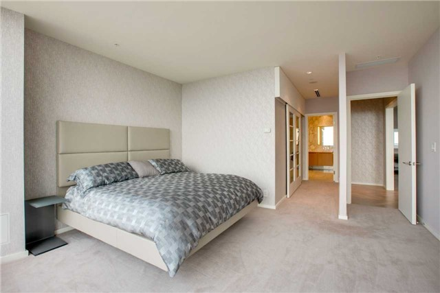 Condo Apartment at 180 University Ave, Unit 5302, Toronto, Ontario. Image 6