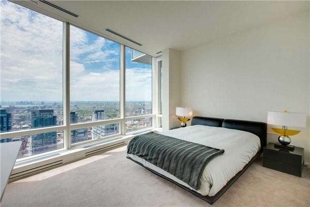 Condo Apartment at 180 University Ave, Unit 5302, Toronto, Ontario. Image 8
