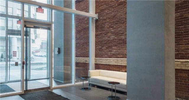 Condo Apartment at 15 Grenville St, Unit 801, Toronto, Ontario. Image 3