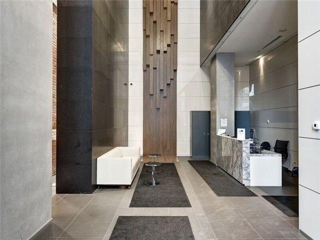 Condo Apartment at 15 Grenville St, Unit 801, Toronto, Ontario. Image 4