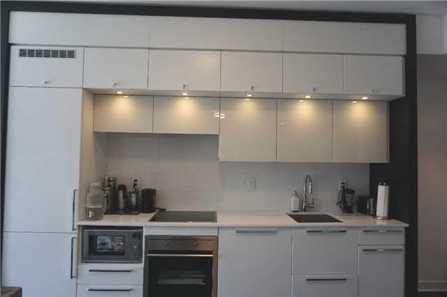 Condo Apartment at 15 Grenville St, Unit 801, Toronto, Ontario. Image 9