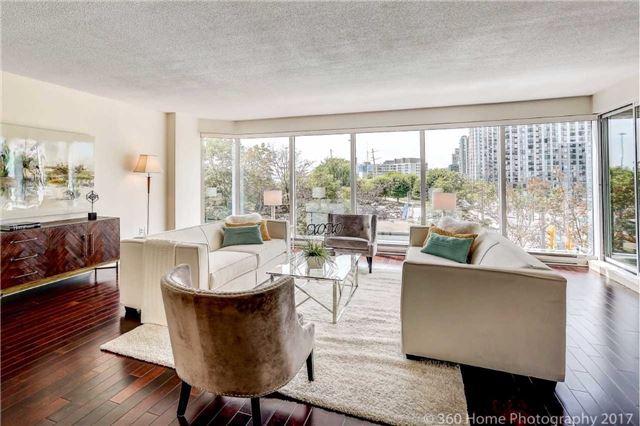 Condo Apartment at 251 Queens Quay W, Unit 304, Toronto, Ontario. Image 15