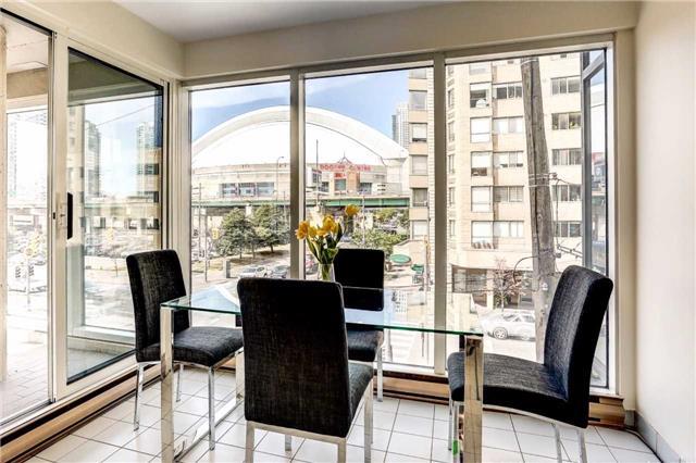 Condo Apartment at 251 Queens Quay W, Unit 304, Toronto, Ontario. Image 18