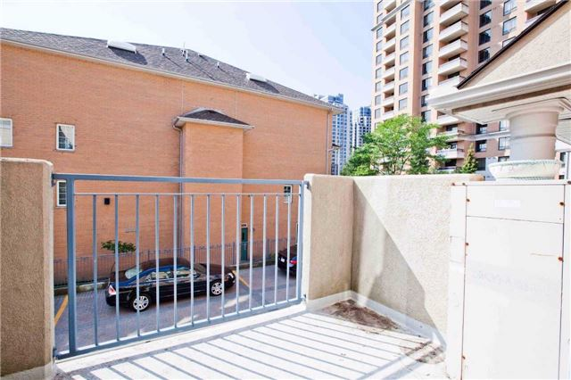 Condo Townhouse at 28 Sommerset Way, Unit 1703, Toronto, Ontario. Image 7