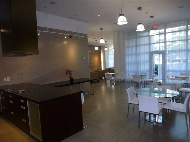 Condo Apartment at 380 Macpherson Ave, Unit 426, Toronto, Ontario. Image 7