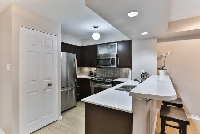 Condo Apartment at 801 King St W, Unit 416, Toronto, Ontario. Image 11
