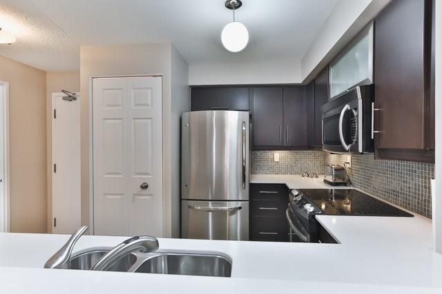Condo Apartment at 801 King St W, Unit 416, Toronto, Ontario. Image 12