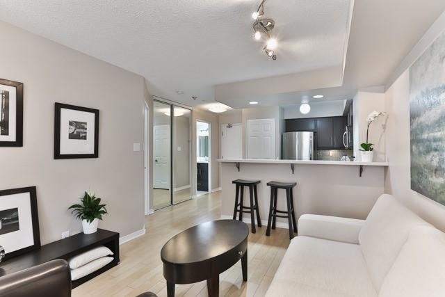 Condo Apartment at 801 King St W, Unit 416, Toronto, Ontario. Image 15