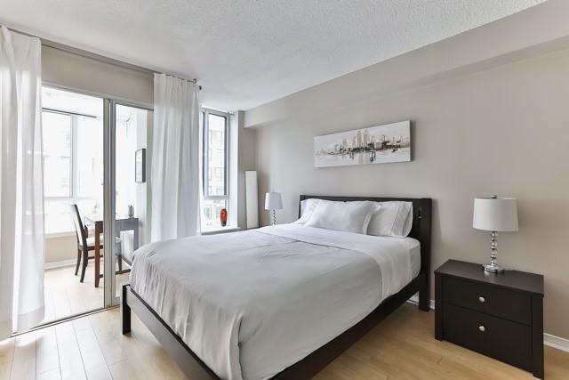 Condo Apartment at 801 King St W, Unit 416, Toronto, Ontario. Image 4