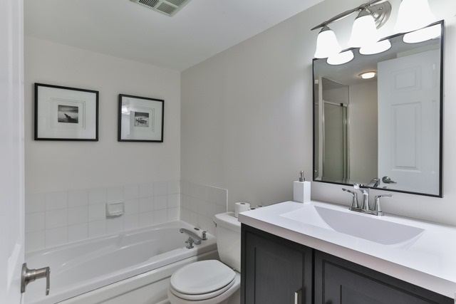 Condo Apartment at 801 King St W, Unit 416, Toronto, Ontario. Image 5