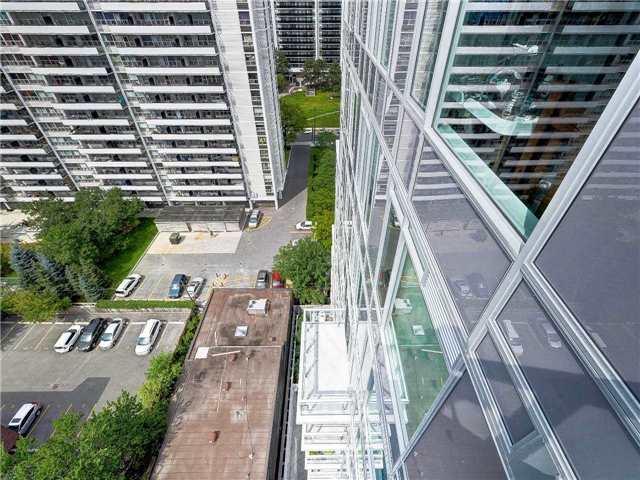 Condo Apartment at 68 Merton St, Unit 1306, Toronto, Ontario. Image 3