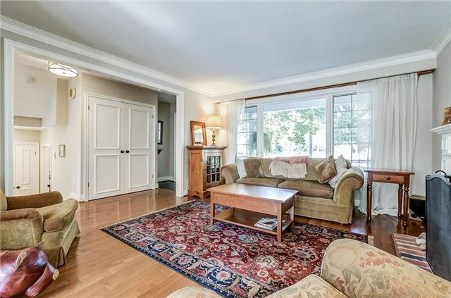 Detached at 43 Elynhill Dr, Toronto, Ontario. Image 14