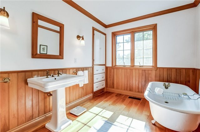Detached at 43 Elynhill Dr, Toronto, Ontario. Image 6