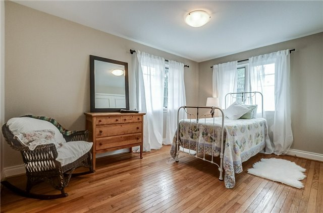 Detached at 43 Elynhill Dr, Toronto, Ontario. Image 10
