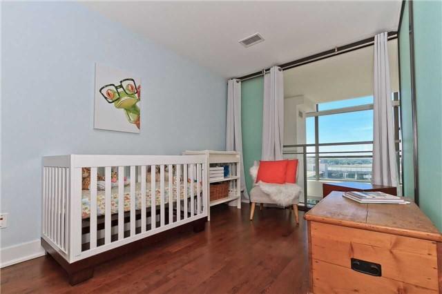 Condo Apartment at 637 Lake Shore Blvd W, Unit 833, Toronto, Ontario. Image 2