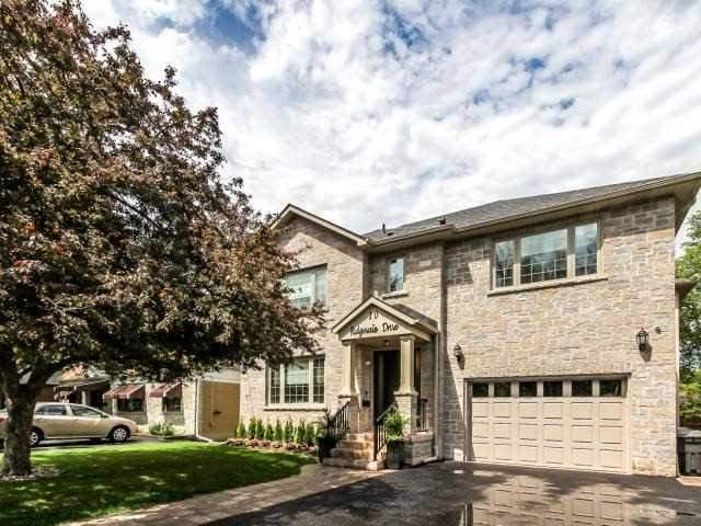 Detached at 10 Ridgevale Dr, Toronto, Ontario. Image 1