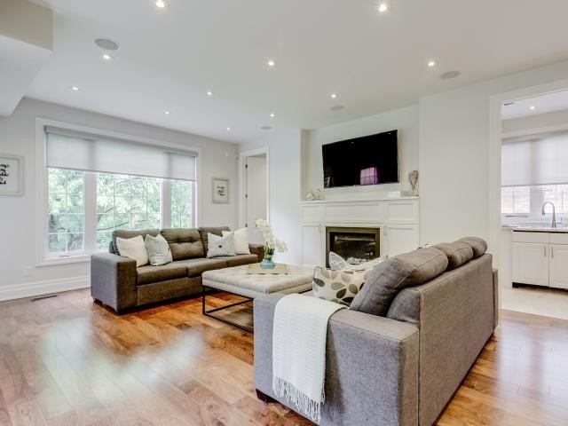 Detached at 10 Ridgevale Dr, Toronto, Ontario. Image 12