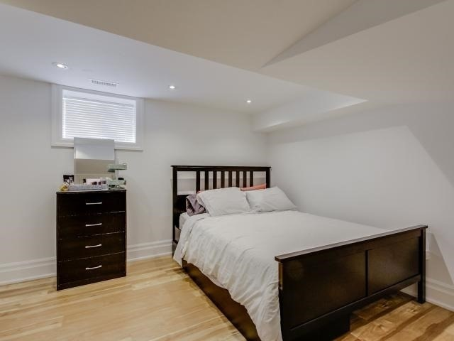 Detached at 10 Ridgevale Dr, Toronto, Ontario. Image 10