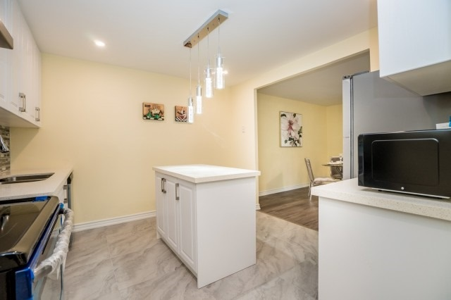 Condo Townhouse at 20 Moonstone  Bywy, Unit 181, Toronto, Ontario. Image 14