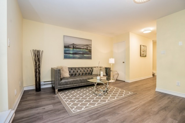Condo Townhouse at 20 Moonstone  Bywy, Unit 181, Toronto, Ontario. Image 2