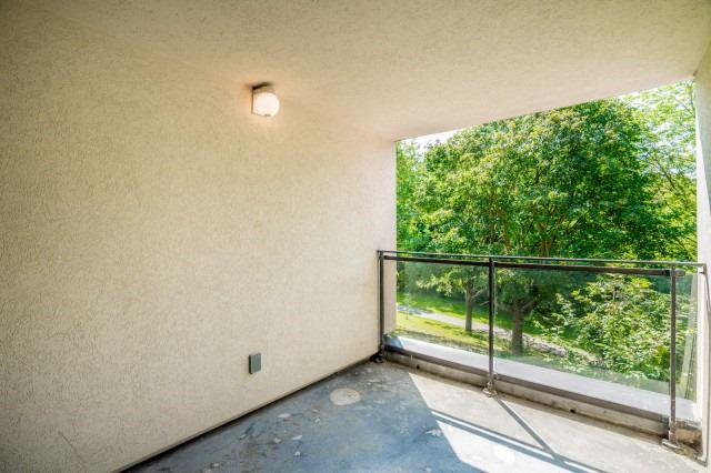 Condo Townhouse at 20 Moonstone  Bywy, Unit 181, Toronto, Ontario. Image 8