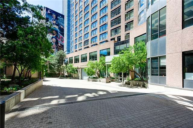 Condo Apartment at 7 Carlton St, Unit 304, Toronto, Ontario. Image 12