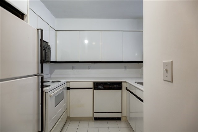 Condo Apartment at 7 Carlton St, Unit 304, Toronto, Ontario. Image 2