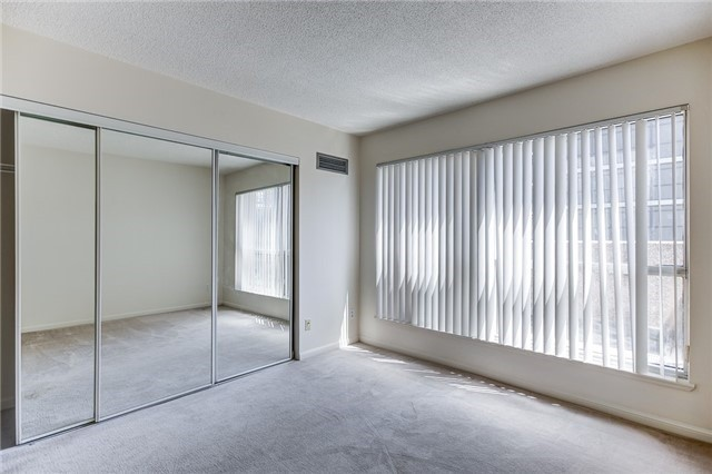 Condo Apartment at 7 Carlton St, Unit 304, Toronto, Ontario. Image 6