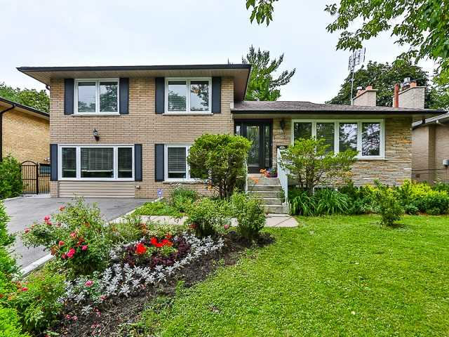 Detached at 36 Lissom Cres, Toronto, Ontario. Image 12