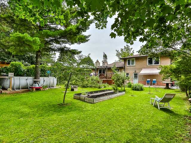 Detached at 36 Lissom Cres, Toronto, Ontario. Image 11