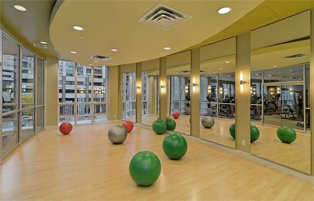 Condo Apartment at 761 Bay St, Unit 2104, Toronto, Ontario. Image 9