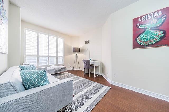 Condo Apartment at 55 Bloor St E, Unit 303, Toronto, Ontario. Image 3