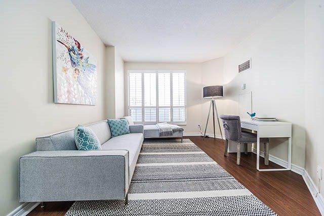 Condo Apartment at 55 Bloor St E, Unit 303, Toronto, Ontario. Image 4
