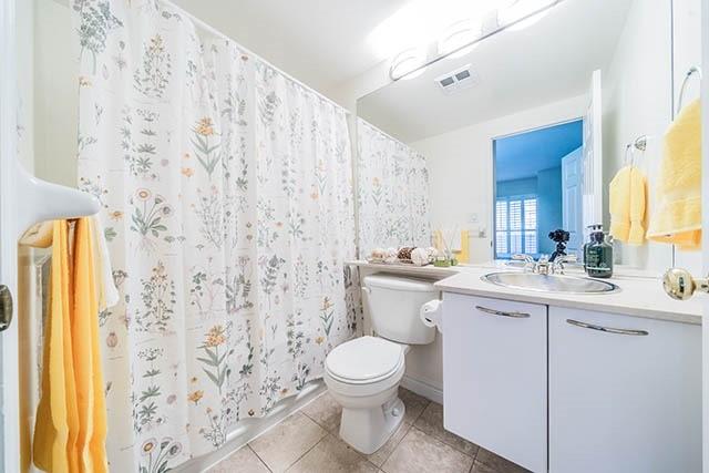 Condo Apartment at 55 Bloor St E, Unit 303, Toronto, Ontario. Image 6