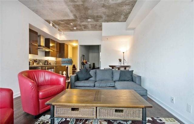 Condo Apartment at 15 Beverley St, Unit 403, Toronto, Ontario. Image 6