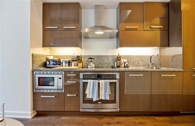 Condo Apartment at 15 Beverley St, Unit 403, Toronto, Ontario. Image 7