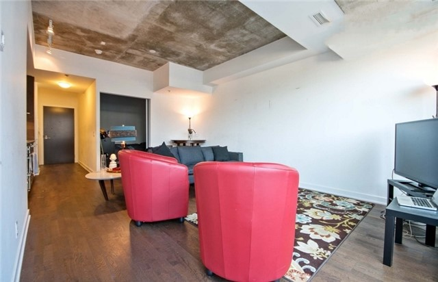 Condo Apartment at 15 Beverley St, Unit 403, Toronto, Ontario. Image 8