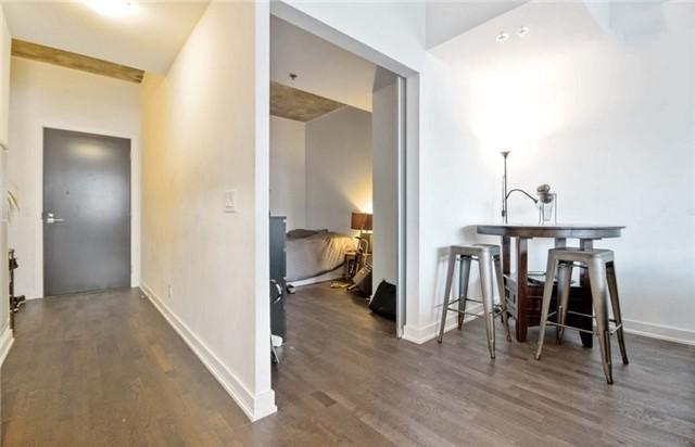 Condo Apartment at 15 Beverley St, Unit 403, Toronto, Ontario. Image 10