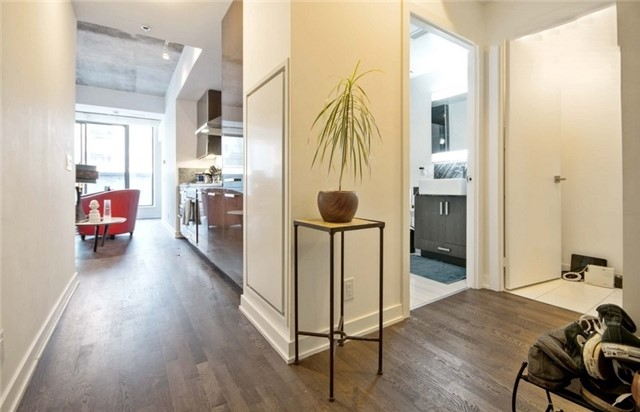 Condo Apartment at 15 Beverley St, Unit 403, Toronto, Ontario. Image 11