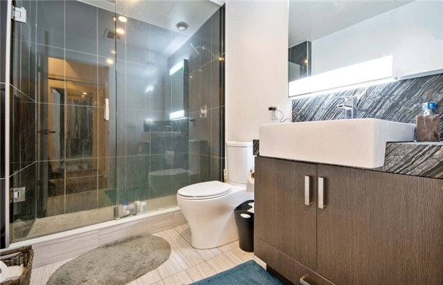 Condo Apartment at 15 Beverley St, Unit 403, Toronto, Ontario. Image 2