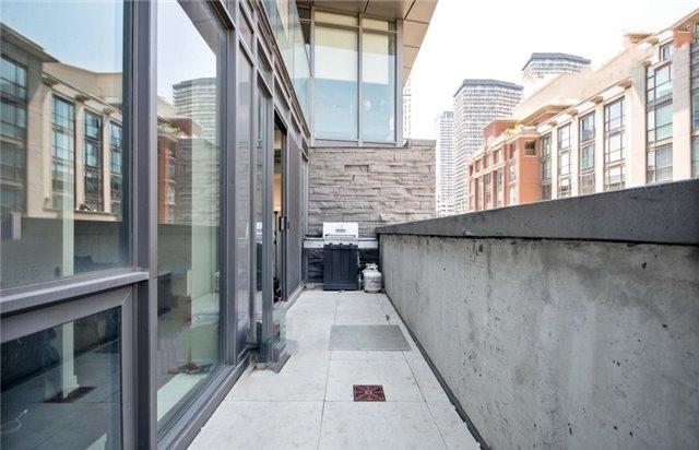 Condo Apartment at 15 Beverley St, Unit 403, Toronto, Ontario. Image 3