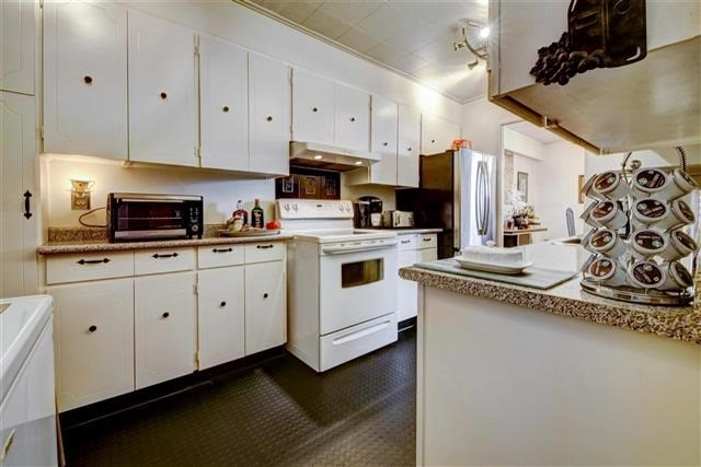 Condo Apartment at 130 Neptune Dr, Unit #305, Toronto, Ontario. Image 18