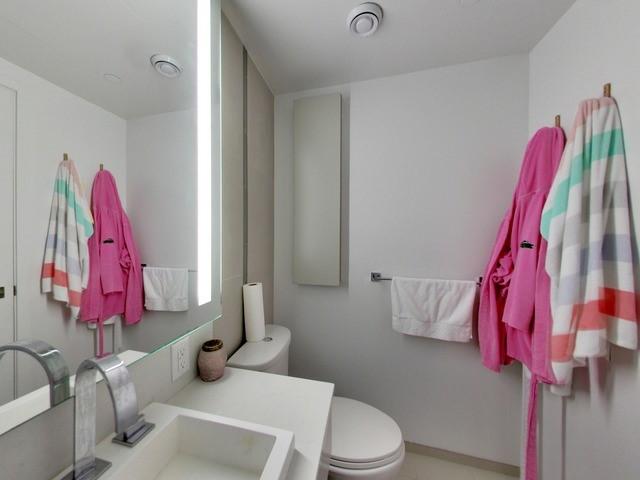 Condo Apartment at 101 Peter St, Unit 2602, Toronto, Ontario. Image 2