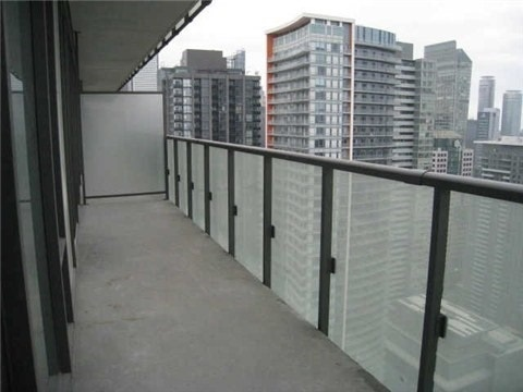 Condo Apartment at 101 Peter St, Unit 3907, Toronto, Ontario. Image 8