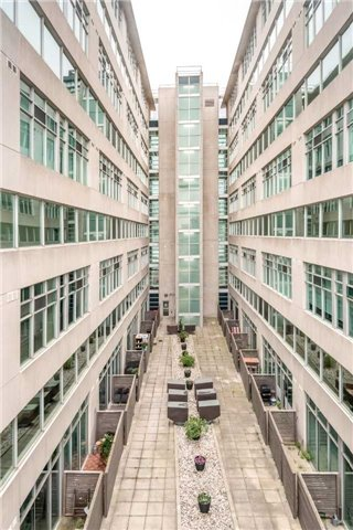 Condo Apartment at 388 Richmond St W, Unit 916, Toronto, Ontario. Image 1