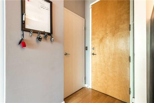 Condo Apartment at 388 Richmond St W, Unit 916, Toronto, Ontario. Image 13