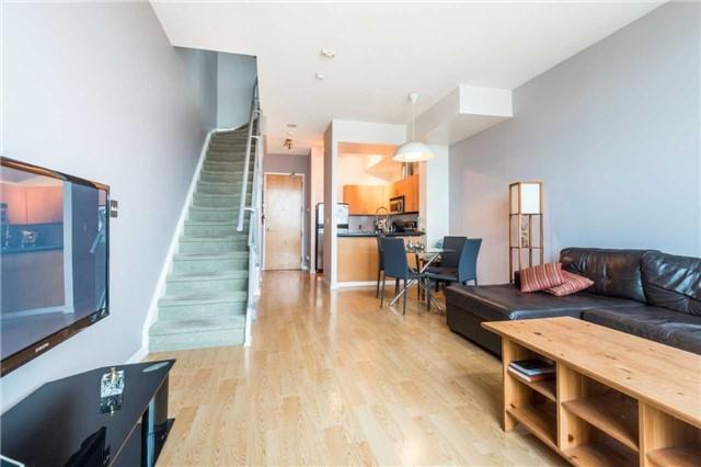 Condo Apartment at 388 Richmond St W, Unit 916, Toronto, Ontario. Image 14