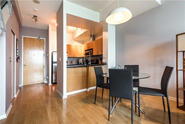 Condo Apartment at 388 Richmond St W, Unit 916, Toronto, Ontario. Image 18