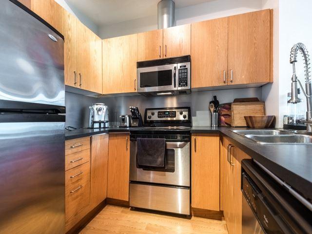 Condo Apartment at 388 Richmond St W, Unit 916, Toronto, Ontario. Image 19
